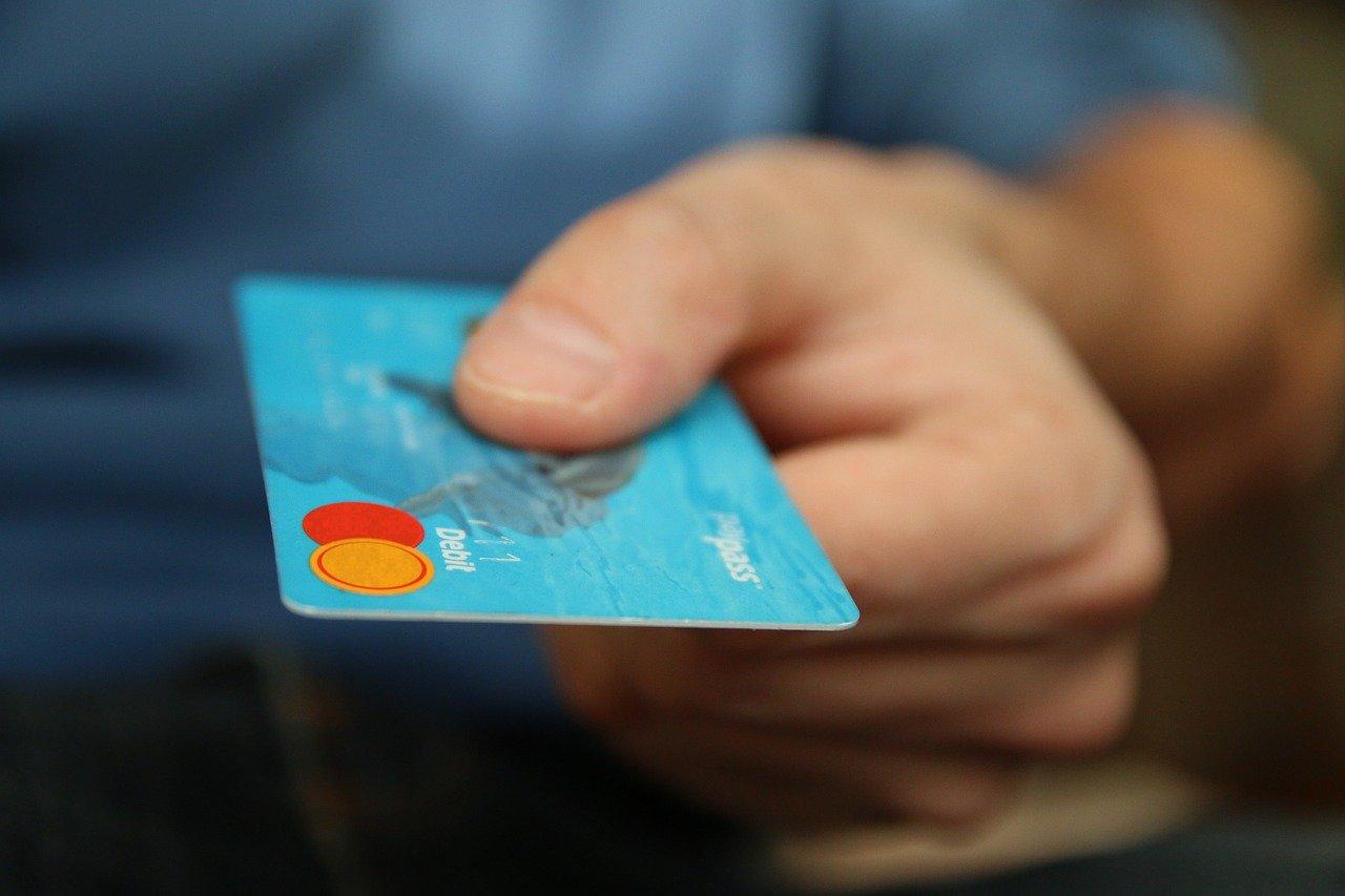 Karta kredytowa a tradycyjny kredyt