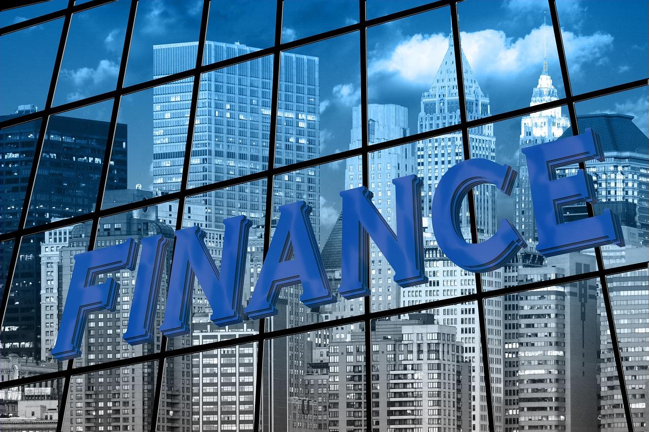 Banki uniwersalne a banki wyspecjalizowane