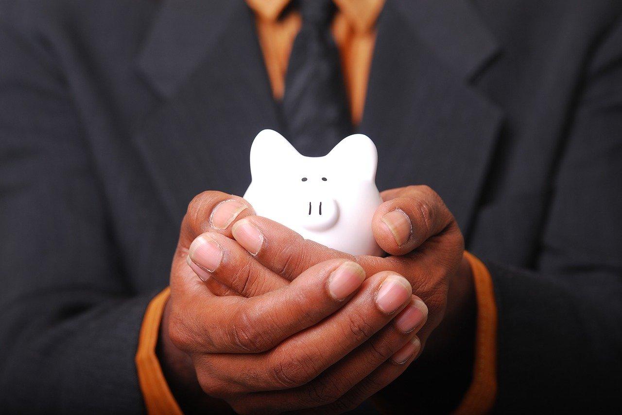 W dzisiejszych czasach oszczędzanie oraz zaciskanie pasa, pozwala na osiąganie zysku